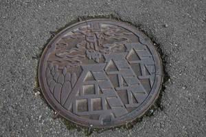 100429_Shirakawago_manhole.jpg